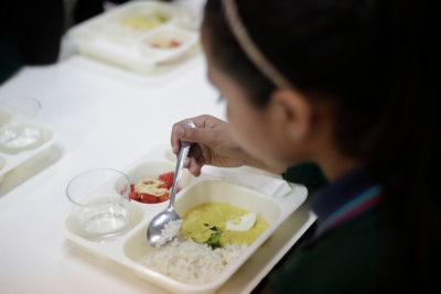Empresa asegura que comidas de la Junaeb respetan todos los estándares nutricionales