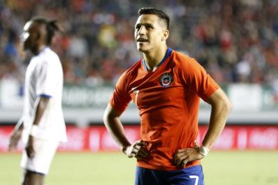 En Inglaterra revelaron insólita lesión que sufrió Alexis en duelo ante el PSG