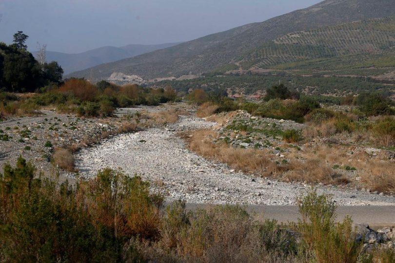 Petorca: desenterraron tubería de empresa agrícola que robaba agua del río