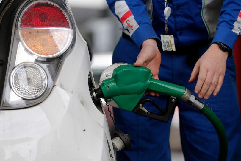Anuncian nuevas bajas en los precios de los combustibles