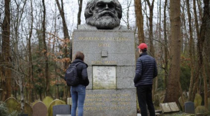 """""""Desconocidos dañan tumba de Karl Marx en Londres con un martillo"""""""