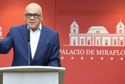 """""""Eres un preservativo usado"""": ministro de Comunicación de Venezuela ataca a Guaidó"""