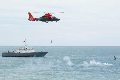 Armada realiza labores en barco encallado en Aysén