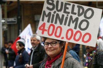 Reajuste del sueldo mínimo a $301.000 beneficiará a 300 mil personas