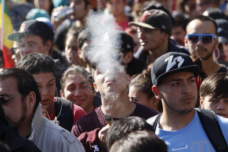 Escolares chilenos lideran consumo de tabaco, cocaína y marihuana en América