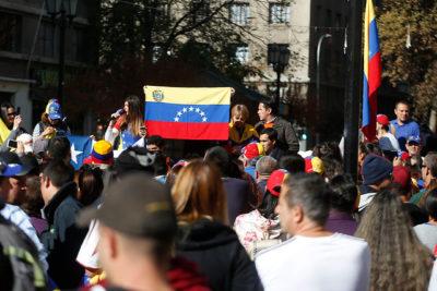 Evópoli buscará que se permita el ingreso de venezolanos a Chile con pasaporte vencido