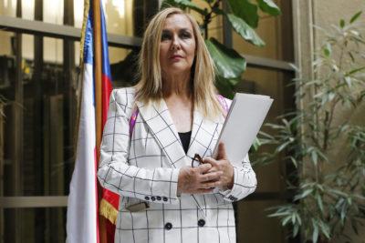 """Pamela Jiles se lanza contra presidenta de RD por críticas a agenda de género de Bachelet: """"Mal informada e irresponsable"""""""