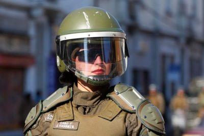 La norma de Carabineros que obliga a mujeres a entregar el sostén cuando son detenidas