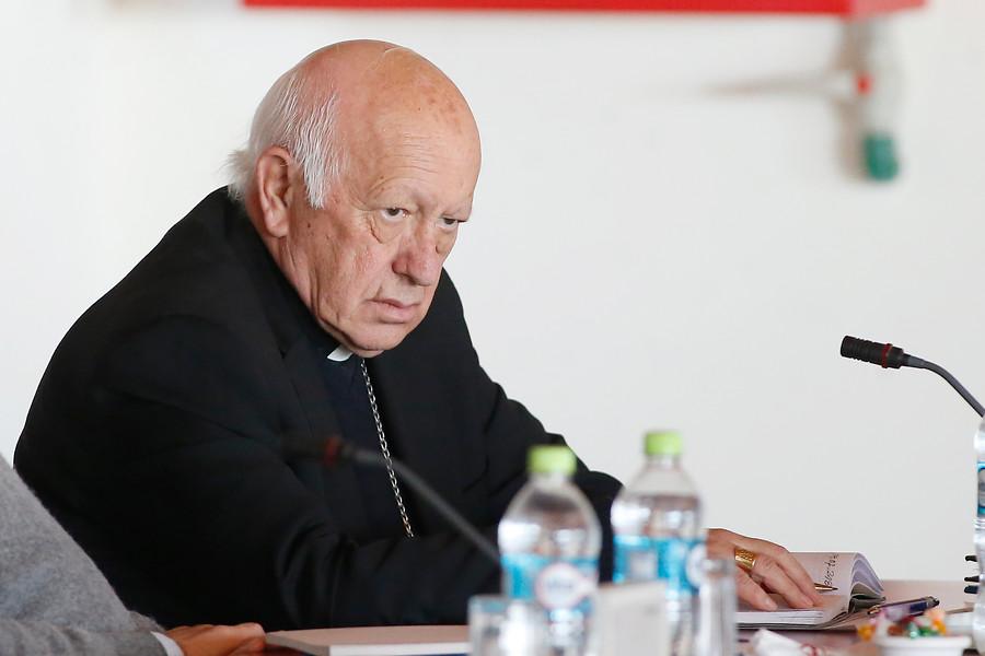 Arzobispado explica por qué Ezzati no firmó notificación de demanda por violación contra Tito Rivera