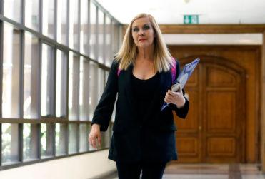"""Pamela Jiles suma miles de """"likes"""" por su tuit defendiendo a Carola Urrejola por su entrevista a Piñera"""