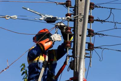 """Gobierno defiende a eléctricas por nuevos medidores: """"No implica mayor rentabilidad para las empresas"""""""
