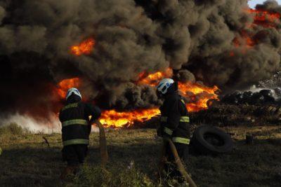 Los colegios de La Pintana y Puente Alto que suspendieron sus clases por incendio que generó nube tóxica