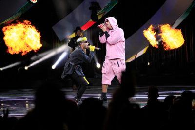 """""""Venezuela libre"""": el mensaje de Arcángel durante show de Bad Bunny en Viña 2019"""