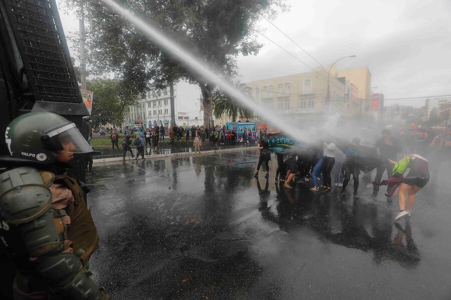 Marcha feminista en Valparaíso terminó con incidentes
