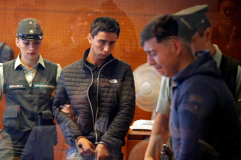 """Prisión preventiva para autores de ataque homofóbico en Transantiago: """"Son un peligro para la sociedad"""""""