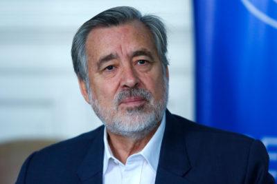 """El llamado del senador Guillier al Gobierno: """"Hay que dejar de lado la farándula política"""""""