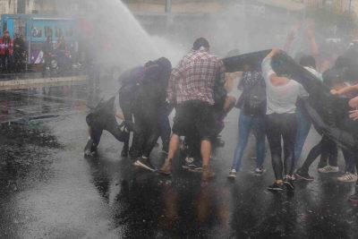 INDH se querellará por caso de estudiante lesionada por carro lanza agua en marcha del 8M