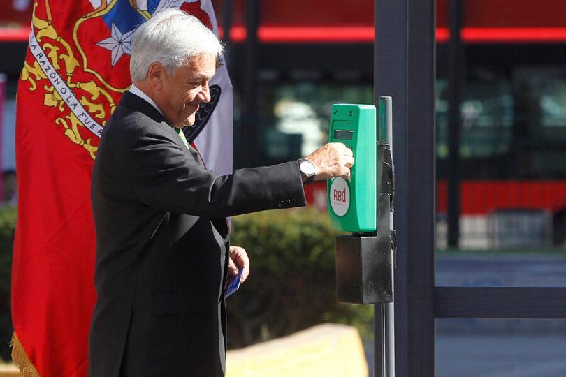 """Piñera le da el vamos a Red, sucesor de Transantiago: """"Busca cambiar de raíz el sistema de transporte público"""""""