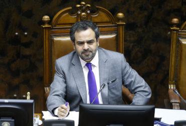 """Quintana reitera rechazo a visita de Bolsonaro: """"Los admiradores de Pinochet no son bienvenidos en Chile"""""""