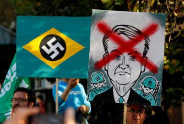 FOTOS | Manifestación contra visita de Bolsonaro en Paseo Bulnes