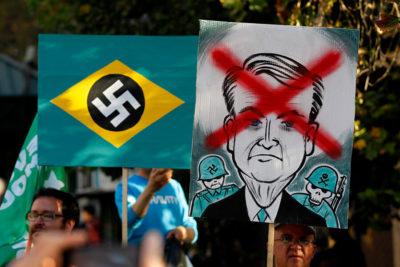 FOTOS   Manifestación contra visita de Bolsonaro en Paseo Bulnes