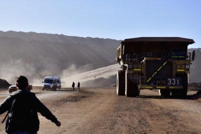 Producción industrial cayó 3,6% en febrero debido a desplome de minería de 9,4%
