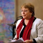 Miguel Bosé apunta una vez más a Bachelet e inicia campaña online con miles de participantes