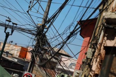 Santiago: estudio revela que más del 40% del cableado aéreo está en desuso