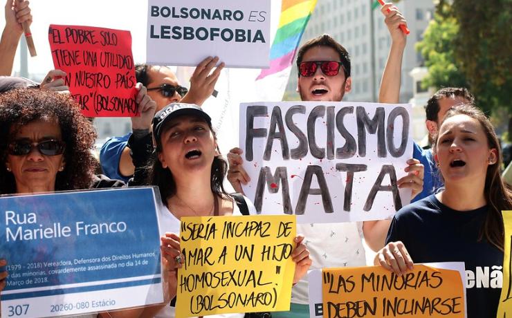 """FOTOS   Movilh y otras organizaciones sociales protestan contra """"discurso de odio"""" de Bolsonaro"""