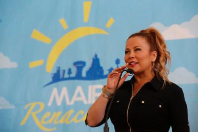 No todo es color rosa en Maipú: Cathy Barriga manda a pintar dorada camioneta municipal