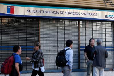 Piden investigar a Superintendente de Sanitarias por compra de 27 departamentos durante un año