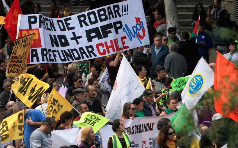 FOTOS | No+AFP convocó unas 2 mil personas en marcha contra el sistema de pensiones