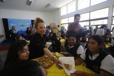 """Alcaldesa Barriga lanzó campaña para comer marraqueta como """"colación saludable"""""""