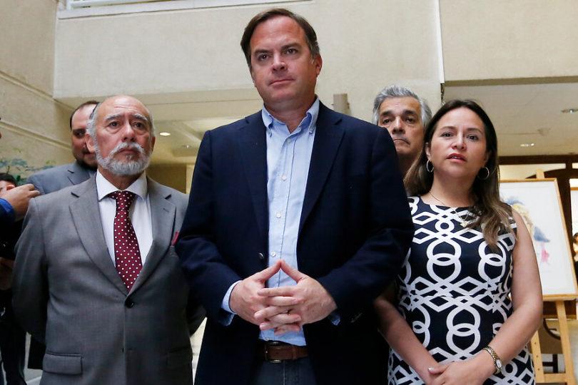"""Bancada DC responde a Chile Vamos y al Gobierno: """"No estamos chantajeando"""""""