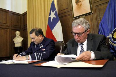 Universidad de Chile y FACH desarrollarán programa espacial nacional