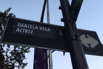 FOTOS | Cambian nombres de las calles de Santiago en conmemoración a destacadas mujeres del arte