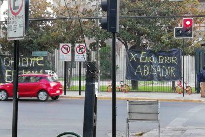 """""""Por encubrir a un abusador"""": alumnas se tomaron el Campus Oriente de la UC"""