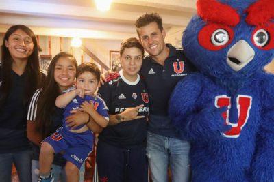 Diego Rivarola y figuras del plantel femenino de la U visitaron a Carolina Torres