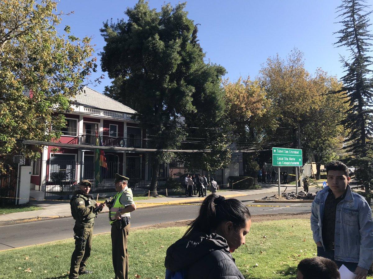 """""""Consulado de Bolivia fue evacuado por aviso de bomba: habría sido en venganza por la muerte del Cangri"""""""