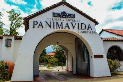 Pareja gay reprendida por besarse en público ganó juicio a Termas de Panimávida
