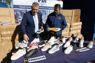PDI incautó 7.683 pares de zapatillas falsas en el Barrio Meiggs