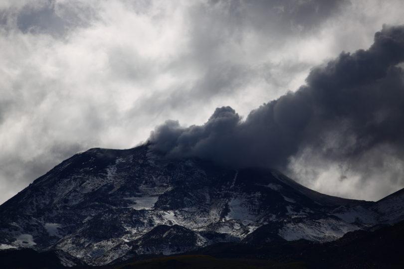 Nueva explosión de madrugada asociada a sismo en el Nevados de Chillán