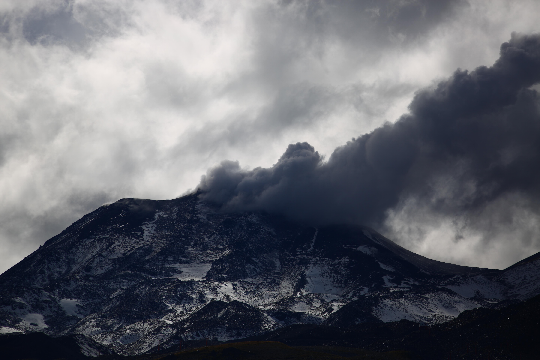 """""""Nueva explosión de madrugada asociada a sismo en el Nevados de Chillán"""""""