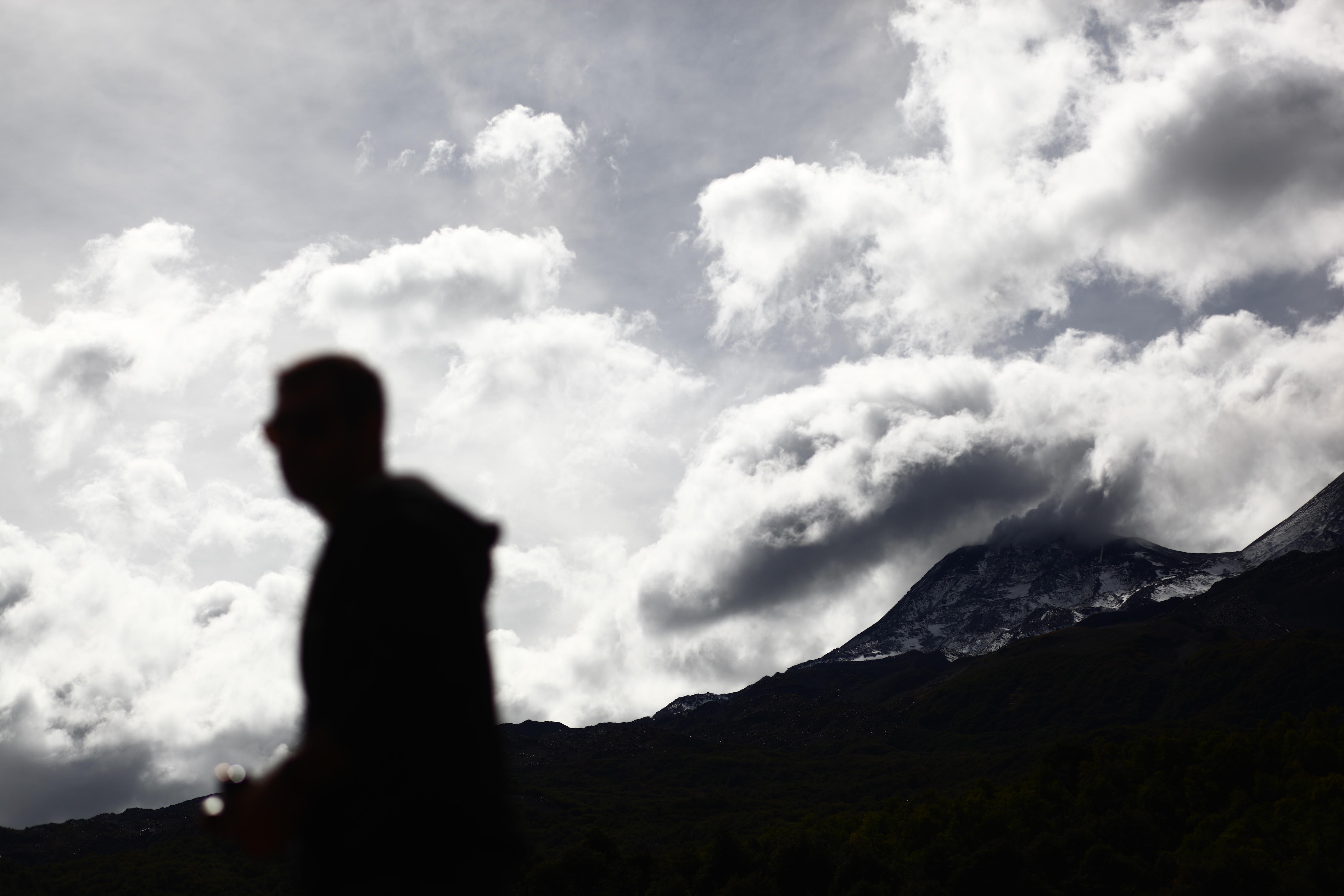 """""""Se registró una nueva y violenta explosión en complejo volcánico Nevados de Chillán"""""""