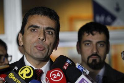 """""""No deben intervenir en causas que estén en actual tramitación"""" y otras frases de Carlos Gajardo al senador Letelier"""