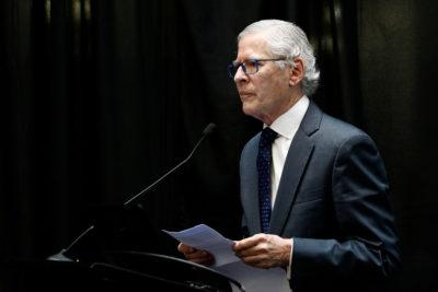 """""""Es obsceno"""": diputado asegura que Conservador de Bienes Raíces de Santiago tiene un sueldo de 700 millones"""