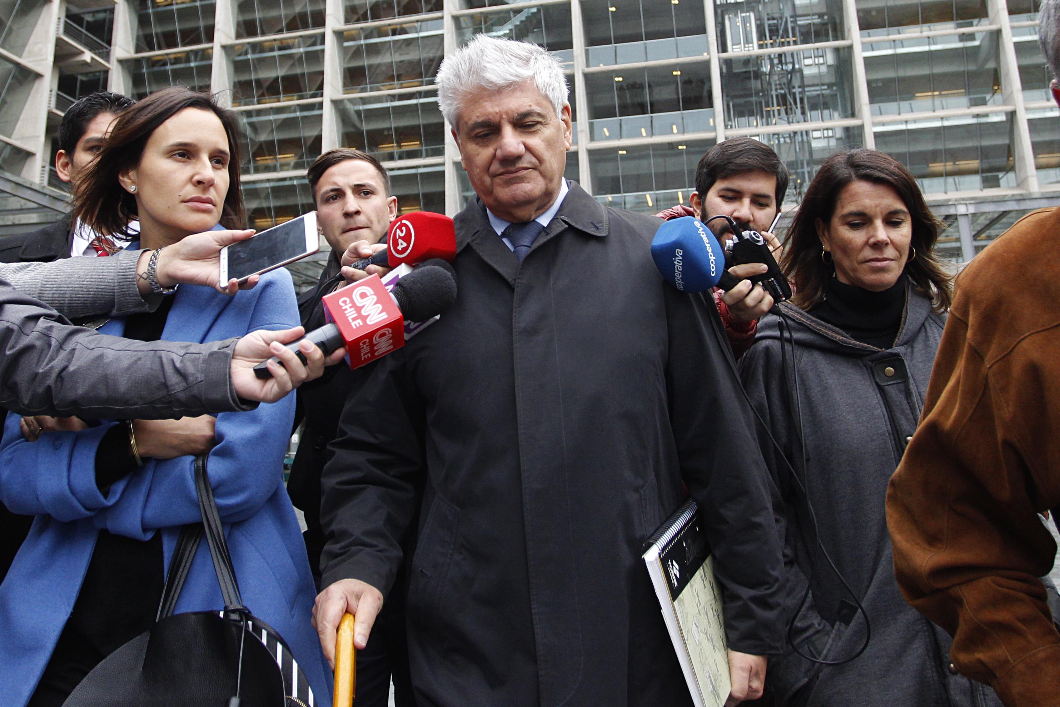 """""""Sería casi como una teoría racista…"""": Carlos Eugenio Lavín vuelve a la carga contra Daniel Matamala por columna contra empresarios"""