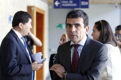 """""""De izquierda y derecha hacen lo que quieren"""": ex fiscal Gajardo desmenuza los WhatsApp filtrados de Chadwick"""