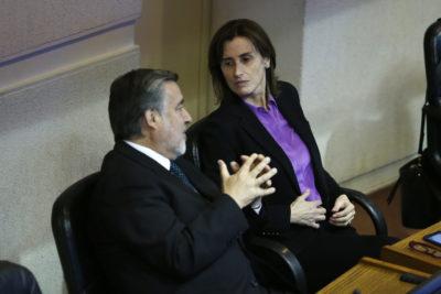 """Cubillos sale a hablar del mérito y Guillier le recuerda los 350 alumnos de doctorado """"sin becas por falta de presupuesto Conicyt"""""""