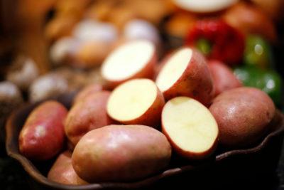 Carabinero fue dado de baja por robar papas en la Región de Los Lagos